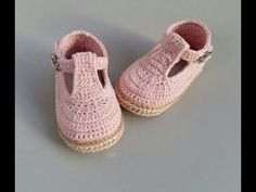 Crochet booties - Valeria (part I) Crochet Baby Boots, Booties Crochet, Crochet Baby Clothes, Crochet Slippers, Crochet Hats, Crochet Shoes Pattern, Baby Shoes Pattern, Shoe Pattern, Baby Boy Shoes