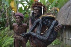 Questa tribù in Papua Nuova Guinea conserva i morti meglio degli antichi egizi.
