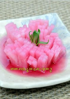 봄꽃보다 화사한 무피클 담그는법 Korean Food, Pickles, Sushi, Food And Drink, Dishes, Baking, Cook, Essen, Bread Making