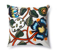 Erja Hirvi's design on the Marimekko Tiara Multicolor Throw Pillow is reminiscent of vintage florals but feels refreshingly modern. The cotton cover is easily removed from the complimentary insert Aarhus, Cushion Covers, Pillow Covers, Couch Makeover, Moomin Mugs, Contemporary Cushions, Modern Cushions, Scandinavia Design, Nordic Design