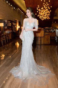 Stunning Dresses, Beautiful Gowns, Elegant Dresses, Long Dress Fashion, Fashion Dresses, Party Wear Dresses, Prom Dresses, Off Shoulder Evening Dress, Fairytale Dress