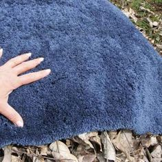 Insulate Your Compost Pile with some carpet scraps.When it's cold outside, place a large scrap of carpet over your compost pile to keep heat and moisture in, which will speed decomposition. Compost Soil, Garden Compost, Worm Composting, Garden Soil, Garden Tips, Gardening, Shag Carpet, Beige Carpet, Diy Carpet