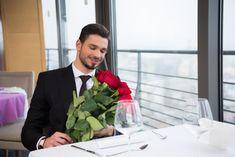 Uraim, a mai blogbejegyzés Nektek szól. Sokszor hallom férfi ismerőseimtől, milyen tanácstalanok, mikor virágot választanak szerelmüknek, főleg Valentin napon. Nem szeretnének sokadjára is vörös rózsát vinni, esetleg kedvesük nem is szereti a rózsát, van ilyen. Remélem a továbbiakban sikerül pár tanáccsal szolgálnom. Halle, Valentino, Suit Jacket, Breast, Urban, Hall, Jacket, Suit Jackets