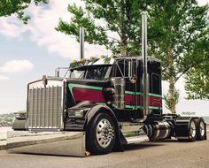 Love the paint scheme on this Kenworth Stellar truck. Show Trucks, Big Rig Trucks, Old Trucks, Custom Big Rigs, Custom Trucks, Peterbilt Trucks, Peterbilt 379, Ranger, Truck Paint