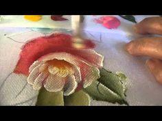 Pintura de rosa com folha. Tintas rosa: amarelo ouro, rosa chá, cerâmica, púrpura e branco; Folha: verde oliva, verde pântano e branco.