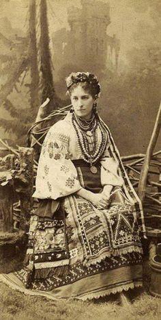 Some folk fashion in Ukraine existed more than 100 years ago Ukraine, Photo Vintage, Vintage Photos, Costumes Around The World, Ukrainian Art, Folk Embroidery, Folk Fashion, Russian Fashion, Folk Costume