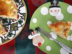 Sabores de Portugal na nossa Torta Tiroliro (Massa de iogurte, Bacalhau, Pimentão, Tomate e Azeite de Salsinha) com 20 cm e 600 grs por R$ 65,00 . #tortatiroliro #christmas #natale 🌲🌲🌲 @donamanteiga #donamanteiga #danusapenna #amanteigadas #gastronomia #food #bolos #tortas www.donamanteiga.com.br