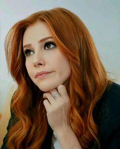 Ginger Actresses, Auburn Blonde Hair, Ginger Hair Color, Madonna 80s, Red Hair Woman, Elcin Sangu, Portraits, Turkish Actors, Redheads