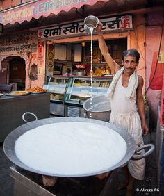 Street Food in India - I wonder what he's making...!