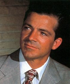Dana Andrews (1909-1992) Andrews is best known for his roles in The Best Years of Our Lives, The Ox-Bow Incident, Laura, Where the Sidewalk Ends, While the City Sleeps, and Beyond a Reasonable Doubt. Andrews was married twice and had 4 children. Andrews died in 1992 of congestive heart failure and pneumonia.