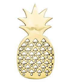 Gold-colored. Pineapple-shaped metal trivet with feet at base. Size 4 3/4 x 9 1/2 in.