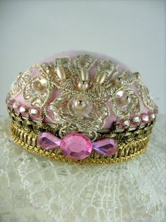 Flapper Hat Pincushion Jewelry Stand Pink Pearl.  Mar 15 1 <3