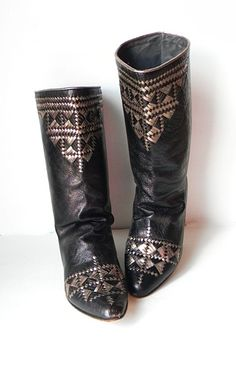Wow boots!  Where do I find these ????? I really need those