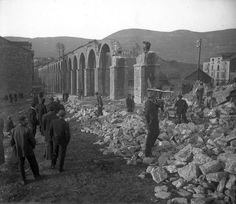 Oviedo. Derribo del acueducto de Los Pilares. 30 de enero de 1916.jpg