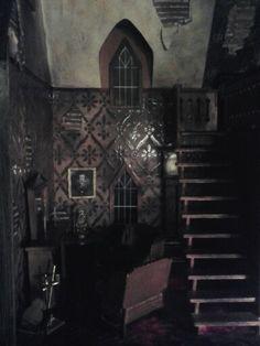 Haunted dollhouse - by Miss Crumplebottom