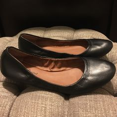 Lucky Brand black flats Like new!  Worn a few times, barely noticeable that they have ever been worn!  Super comfy!  This is an essential wardrobe item- basic black flat that's super comfy! Lucky Brand Shoes Flats & Loafers