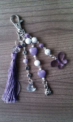 Keyrings and charms Beaded Purses, Beaded Jewelry, Handmade Jewelry, Beaded Bracelets, Silver Jewelry, Jewellery, Jewelry Accessories, Jewelry Design, Bijoux Diy