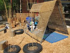 Cubby Building Irresitible Ideas for Play Based Learning Irresistible Idesa for setting up inviting cubby spaces in the preschool outdoor . Kids Yard, Backyard For Kids, Play Yard, Natural Playground, Outdoor Playground, Playground Ideas, Outdoor Play Spaces, Outdoor Fun, Diy Garden Projects