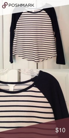 Navy Blue and White Striped Long Sleeve Great for causal office wear. Match with jeans for a great look! Forever 21 Tops Tees - Long Sleeve