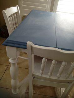 Denim blue chalkboard kitchen table. DIY with chalkboard paint!