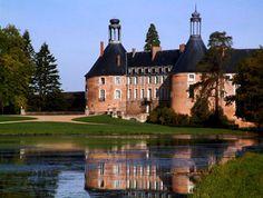 Magnifique château de St Fargeau. Sans oublier la ferme pédagogique du château à faire avec les enfants