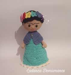 Desde hace mucho tiempo llevaba teniendo en mente tejer una Frida , pero no tenia los conocimientos necesarios para hacerla o al menos eso p...