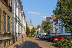 Im Katharinenviertel in der Weststadt prägen Jugendstilfassaden, repräsentative Villen und Handwerkerhäuser das Straßenbild. Foto: Regine Bruns