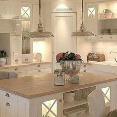 39 ideas for kitchen corner pantry layout islands Kitchen Pantry Design, Kitchen Layout, Home Decor Kitchen, Interior Design Kitchen, New Kitchen, Home Kitchens, Kitchen Pics, Kitchen Island Decor, Kitchen Organization