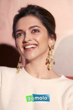 We all believe in Ayurveda, but not many of us know these unknown skincare and beauty ingredients that can help us get beautiful glowing skin. Vintage Bollywood, Indian Bollywood, Bollywood Fashion, Bollywood Stars, Beautiful Bollywood Actress, Beautiful Indian Actress, Beautiful Actresses, Beautiful Models, Deepika Ranveer
