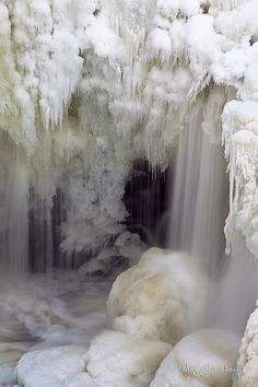 Frozen Waterfall//