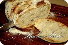 Schnelles Brot backen und das ohne Backautomat Ein Brot aus Dinkelmehl einfach lecker und gesund. Seit ich dieses Dinkelbrot Rezept entdeckt und ausprobiert habe, essen wir zu Hause kein anderes Brot mehr. Die Kruste ist knusprig und das Dinkelbrot herrlich im Geschmack, was ein wenig dem bekannten Ciabatta Brot ähnelt. Das Dinkelbrot ist mit sehr … Alexander The Great, Banana Bread, Food And Drink, Desserts, Pizza, Cake, Quick Bread, Low Carb Bread, Food And Drinks