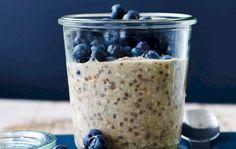 Raw havregrød med chiafrød & kardemomme er verdens nemmeste morgenmad. Perfekt til at tage med, hvis du virkelig har travlt.