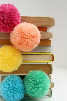 Nothing better than curling up with a good book … except maybe curling up with a stack of books and these rainbow pompoms. Simple enough to make one for everyone you know! #KidsStuffWorld