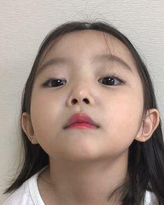 korean baby Little girl IG nazyyun Cute Asian Babies, Korean Babies, Asian Kids, Cute Korean Girl, Cute Babies, Dad Baby, Baby Kids, Beautiful Children, Beautiful Babies