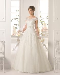 Retro A-line Off the Shoulder Sweep/Brush Train Applique Flowers 2015 Wedding Dress