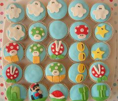 Mario cupcakes .... i really wanna make these for my group but i am definitely not that talented!