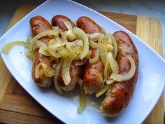 Kuchnia z widokiem na ogród: Biała kiełbasa pieczona w piwie z cebulą i majeran...