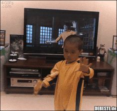 Reasons Your Kid Self Would Freak TF Out Over TV Today Because having total control of your viewing experience makes you feel like a total TV ninja.Because having total control of your viewing experience makes you feel like a total TV ninja. Funny Cute, The Funny, Hilarious, Funny Pins, Funny Memes, Bruce Lee, Mind Blown, Martial Arts, I Laughed