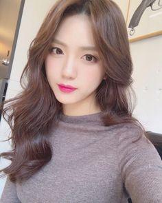Pretty Korean Girls, Cute Korean Girl, Medium Hair Styles, Curly Hair Styles, Asian Hair, Permed Hairstyles, Japanese Beauty, Ulzzang Girl, Hair Looks