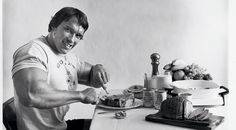 Eat to achieve Arnold's classic bodybuilding physique with this nutritional fix from our experts.