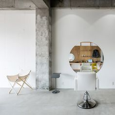 Sides Core based their stripped-back design of Equip hair salon in Sakai on the owner's interest in mountain climbing