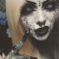 Creepy Cool Makeup Inspiration - I Smell Children!!!  #alternative #creepygirls…