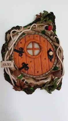 magic door regalo articoli per Fairy Garden Doors, Fairy Garden Houses, Fairy Doors, Polymer Clay Fairy, Polymer Clay Crafts, Cute Polymer Clay, Clay Fairy House, Gnome House, Fairy Tree