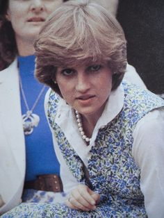 July Lady Diana Spencer watching her fiancé, Prince Charles play polo at Tidworth. Princess Diana Photos, Princes Diana, Princess Kate, Princess Of Wales, Lady Diana Spencer, Spencer Family, Charles And Diana, Prince Charles, Elizabeth Ii