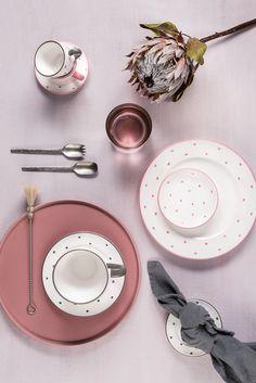Du bist bereits Fan von Herzerl Rosa? Dann wirst du ab Mai Herzerl Grau genauso lieben wie wir Mai, Ceramic Pottery, Washer Necklace, Plates, Ceramics, Grey, Tableware, Sweet, Jewelry
