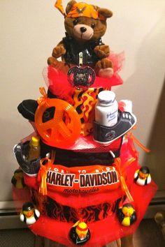 harley davidson diaper cake...now I just need to find a friend having a baby!!