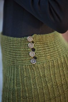 Isobel Skirt - Media - Knitting Daily: $2.99 for the whole issue of Interweave knits it comes in!
