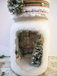 Marianne's Miniverse: Christmas scene in a mason jar