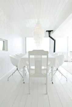 white life ©: WHITE - The eccentric Lady of design colors