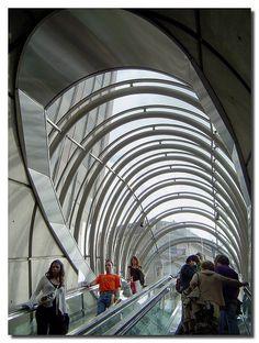 """""""Fosteritos"""", Metro Bilbao, Design Norman Foster"""